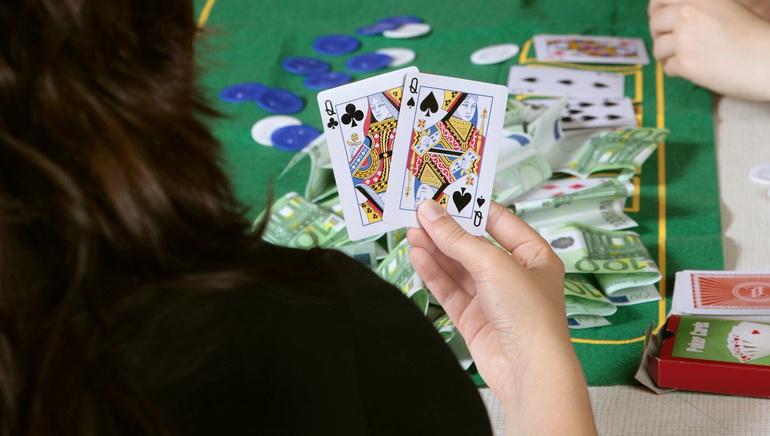 Online Poker Helps Playtech Record Profits